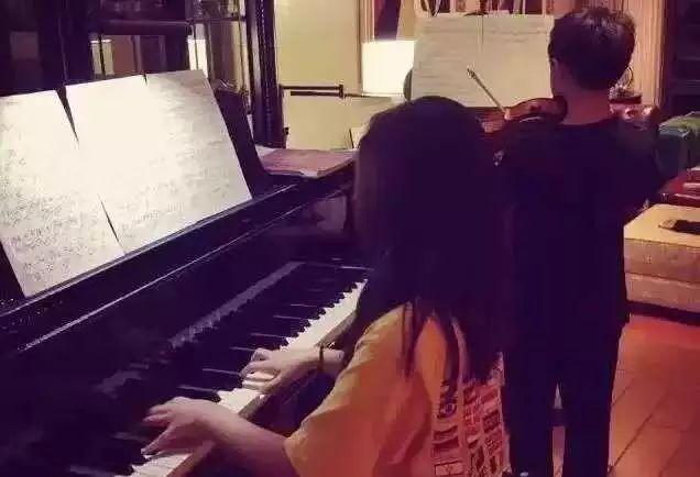 多多钢琴比赛拿5个第一,黄磊夫妇做了什么?