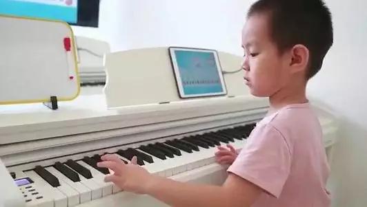 钢琴培训机构加盟哪家好?睿卡集体课教学收益
